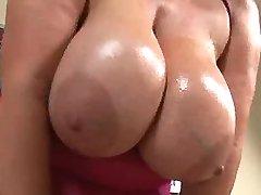 Guy hard drills chesty mature lady