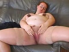 Chubby pregnant woman masturbates