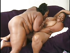 Lesbian ebony bbws use thick two ended sex toy