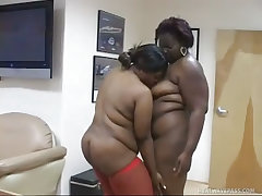 Huge fatties jayla and raven work pink cock for oral sex