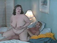 Paunchy mature BBW fucks in hotel